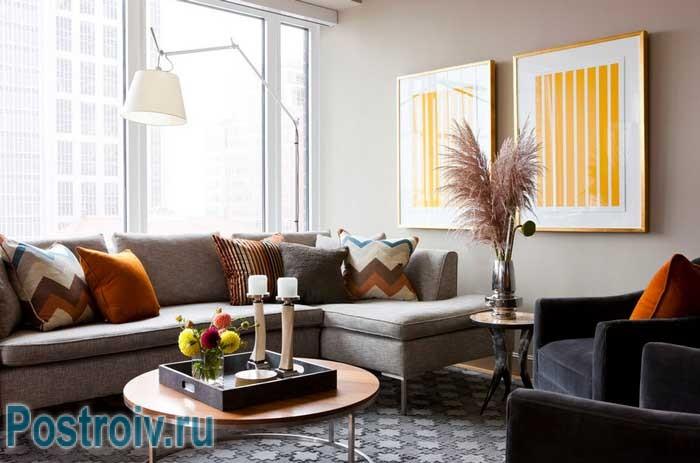 Стоит ли ставить угловой диван в гостиную?