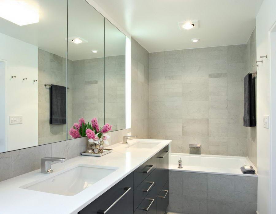 Зеркальные шкафы и шкафчики в ванную - убъем двух зайцев 50 фото в интерьере