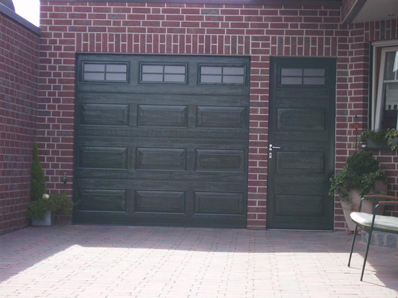 Как правильно установить секционные гаражные ворота самостоятельно