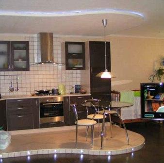 Двухуровневые полы на кухне