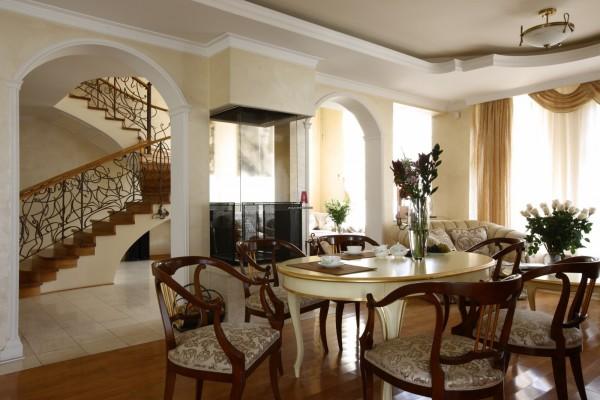 Загородный дом: планировка и дизайн интерьера. фото
