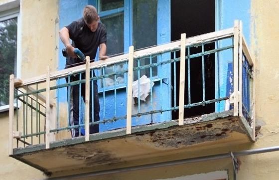 Как обшить балкон пластиковыми панелями