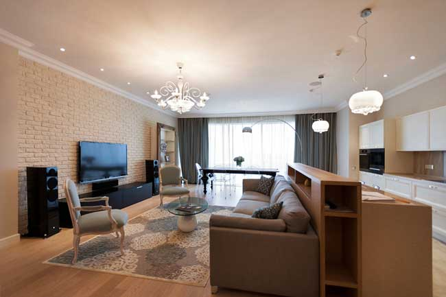 Дизайн стильной гостиной совмещенной с кухней.