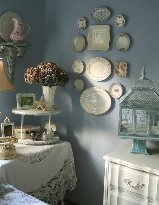 Украшаем стену декоративными тарелками - 67 фото красивый интерьер