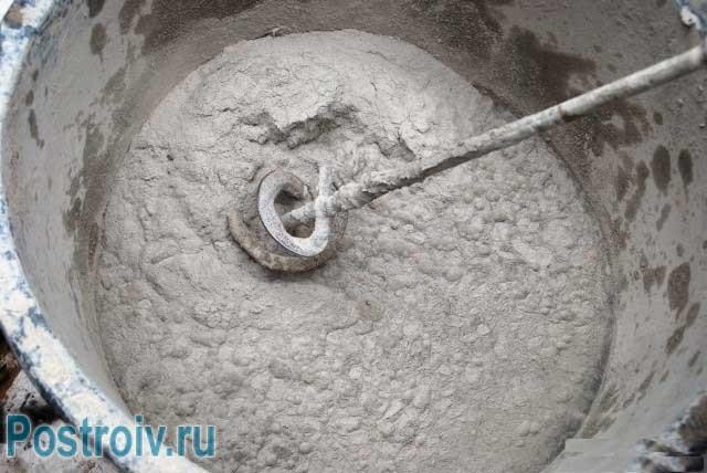 Жидкое стекло: свойства. рекомендации по приготовлению и добавлению в бетон