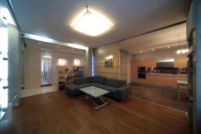 Дизайн интерьера современной большой гостиной в доме