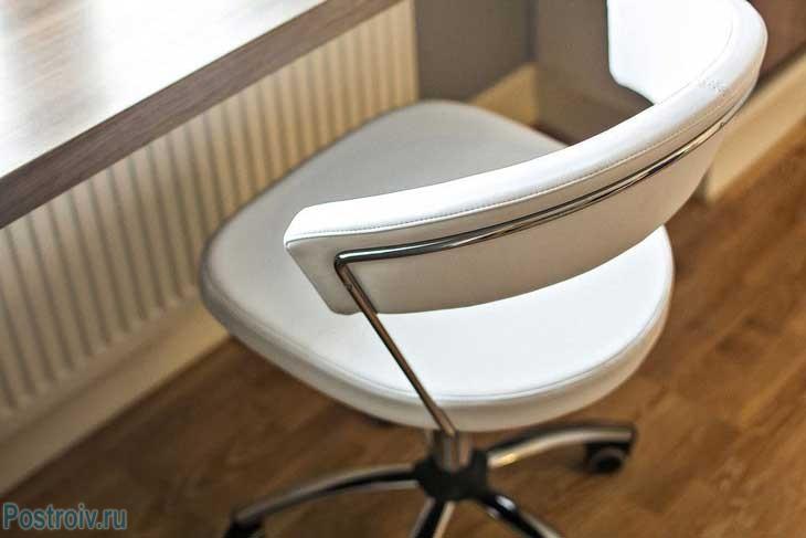 Современный интерьер 2-комнатной квартиры 65 кв. м. с использованием натуральных материалов и мебели из ikea