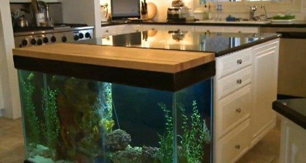 Красивые аквариумы вместо унылых кухонных столов