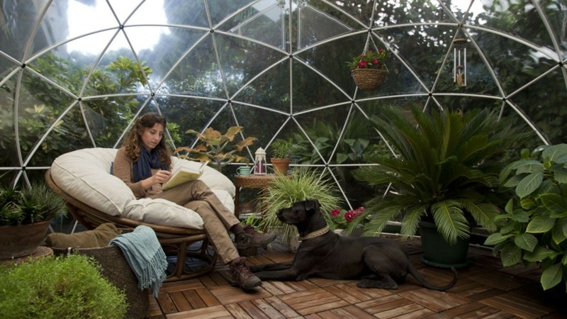 Необычная прозрачная беседка в форме шара от igloo