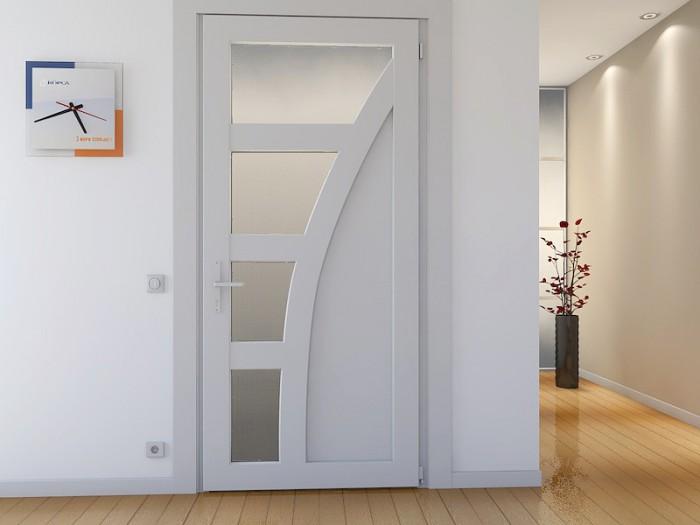 Белые межкомнатные двери в интерьере квартиры