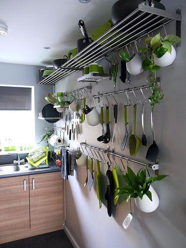 Рейлинг на кухне - практичное решение для настоящих хозяек 30 фото