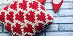 Подушка крючком: особенности технологии и идеи для декорирования