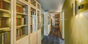Интерьер узкого коридора — расширяем и изменяем пространство